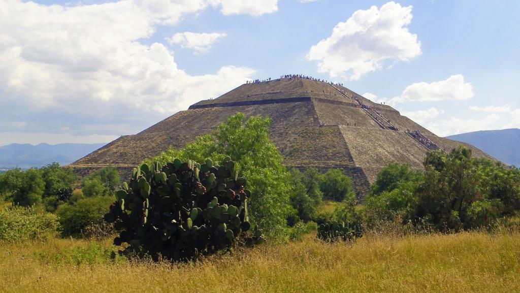 Piramida w strefie archeologicznej Teotihuacan