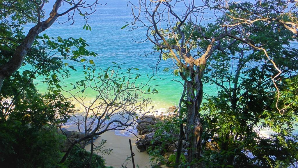 Widok na plażę w drodze z Puerto Vallarta do Yelapy