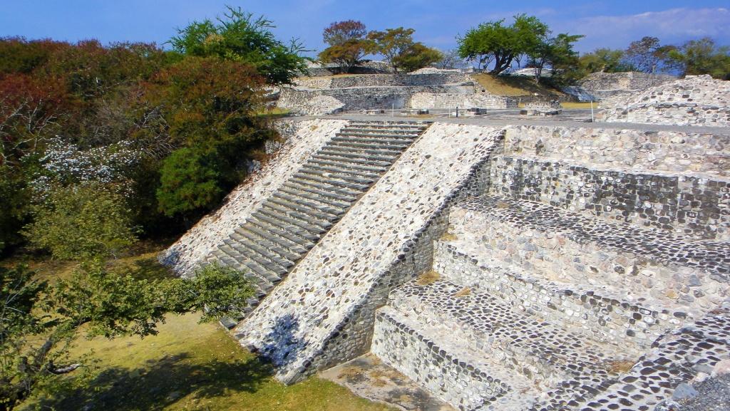 Wyprawa do Meksyku - strefa archeologiczna Xochicalco